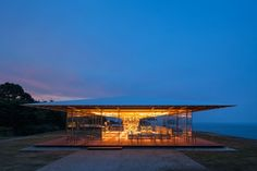 kengo kuma has completed the 'coeda house', a wooden pavilion in shizuoka, japan. the design aesthetic is informed by the innovative structure Architecture Romane, Architecture Baroque, Modern Japanese Architecture, School Architecture, Architecture Design, Kengo Kuma, Shizuoka, Seaside Cafe, Wooden Pavilion