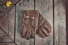 Moto Gloves in vintage brown Smyth Innovations