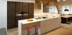 Cozinha elegante integrada na sala de estar