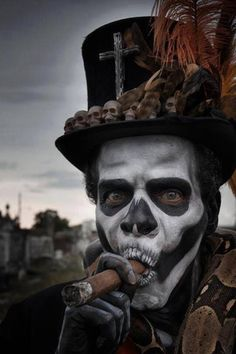 Maquillage : noir et blanc - Vaudou Baron Samedi en chapeau haut-de-forme et cigare — Morgan Casting / Baron Samedi / Matt Barnes Photographer on http://www.themeatmarket.com #makeup #face #black_and_white #photography #skull #voodoo #baron_samedi #top_hat #cigar #smoke                                                                                                                                                                                 Plus