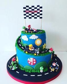 Mario Kart cake, absolutely incredible! Mario Kart Cake, Mario Bros Cake, Super Mario Cake, Mario Birthday Cake, Super Mario Birthday, 7th Birthday, Fondant Cupcakes, Cupcake Cakes, Video Game Cakes