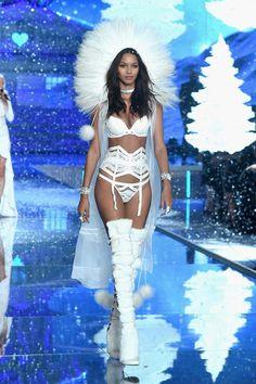 Lais Ribeiro - Ice Angel, Victoria's Secret Fashion Show 2015