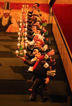 Musée des Arts Forains Les garçons de café sur la ligne de départ © Pavillons de Bercy