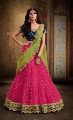 7e38017aba 2590 Best Saree images in 2019 | Designer sarees online, Party wear ...