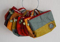 Eine schlichte Wickeltasche, die nicht zwangsläufig nach Windel & Co. aussieht und auch nach dem Wickelalter als Waschtasche gute Dienste leistet...