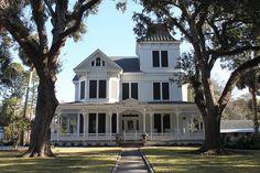 New Iberia, Louisiana, United States  Dit is het huis van Eureka. Hier woont ze samen met haar vader Trenton, haar stiefmoeder Rhoda en haar stiefbroertje- en zusje.