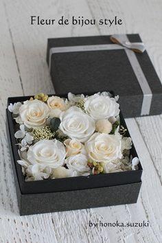 preserved flowe box by Honoka Suzuki Flower Box Gift, Flower Bar, Flower Boxes, Beautiful Flower Arrangements, Floral Arrangements, Flowers For You, Beautiful Flowers, Dried Flowers, Paper Flowers