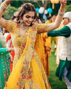 Elegant Looks Which We Love :- AwesomeLifestyleFashion Designer Bridal Lehenga, Indian Bridal Outfits, Indian Designer Outfits, Lehenga Designs, Mode Bollywood, Bridal Lehenga Collection, Indian Gowns Dresses, Indian Wedding Dresses, Lehnga Dress