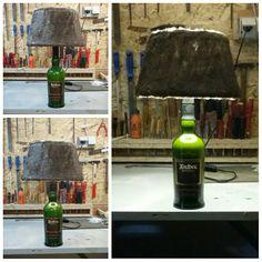 Schöne Whisky Flasche selber zu ner Lampe umgebaut mit Fellschirm