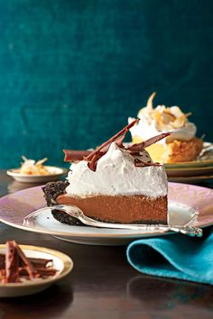 Mocha-Espresso Cream Pie - Chocolate Pie Recipes That We're Drooling Over - Southernliving. Recipe: Mocha-Espresso Cream Pie We topped this decadent pie with Coffee Whipped Cream and shaved chocolate. Chocolate Pie Recipes, Chocolate Pies, Chocolate Filling, Decadent Chocolate, Espresso And Cream, Impressive Desserts, Cream Pie Recipes, Thanksgiving Desserts, Just Desserts