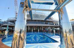 La Costa Crociere riparte dalla Diadema, la nuova ammiraglia della compagnia. La nave verrà presentata oggi nello stabilimento Fincantieri di Marghera; è la nave più grande mai costruita battente bandiera italiana. La 'regina del Mediterraneo' è lunga 306 metri, 1.8