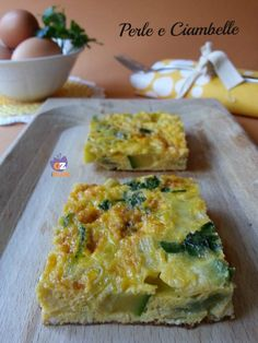 La frittata zucchine, porri e cipolla è così ricca di gusto che sarà perfetta anche come antipasto! ;)