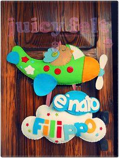 felt airplane and name Felt Mobile, Baby Mobile, Felt Wreath, Felt Garland, Mobiles, Felt Crafts, Crafts For Kids, Felt Name, Nursery Bunting