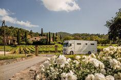 Magellano 1 von der Seite Fotoshooting in Frankreich vor Weingut