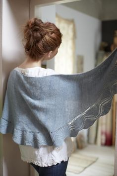 Today we bring you the latest lovely pattern from Loop! Juju has designed yet another stunner - and in true Juju form it's as clever as it is beautiful. Knit side to side, it's acrescent shaped, g...