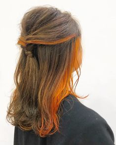 New Sun Kissed Medium Hairstyles for Girls and Women to Look Fascinating and Super Cool This Year. These Versatile Hair Color Highlights Look Stunning and You Cannot Afford to Ignore. Just Get Super Stylish Look With Trendy Hair Color and hairstyles. Medium Hair Styles, Natural Hair Styles, Short Hair Styles, Orange Brown Hair, Peekaboo Hair, Braided Hairstyles, Hairstyles 2018, Evening Hairstyles, Dip Dyed Hair