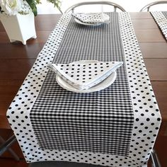 Dining Table Cloth, Table Linens, Bed Cover Design, Mug Rug Patterns, Place Mats Quilted, Plastic Bottle Crafts, Table Runner Pattern, Quilted Table Runners, Sewing Accessories