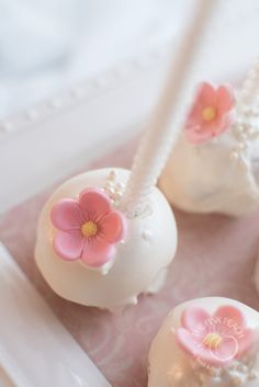 Beautiful pink and white baptism White chocolate coverered cake pop with pink flower #pink #baptism #littlegirlbaptism