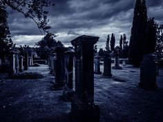 Creepy things are bound to happen when you're working the graveyard shift. Here are 21 terrifying stories from those working in the dead of the night.
