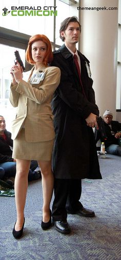 Mulder and Scully cosplay at Emerald City Comic Con