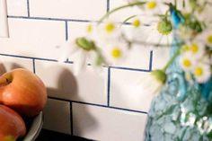 glitter grout Subway Tile Backsplash with Stainmaster Glamour Grout Beveled Subway Tile, White Subway Tiles, Subway Tile Backsplash, Kitchen Backsplash, Backsplash Ideas, Glitter Grout, Gold Glitter, Glitter Hair, Glitter Eyeshadow