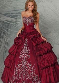 Hermoso vestido de quince estilo colonial