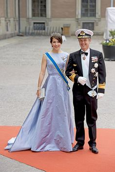 Princess Madeleine and Crown Princess Victoria of Sweden lead the royal guests at Prince Carl Phillip's wedding - Photo 1 | Celebrity news in hellomagazine.com