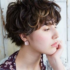 Curly Pixie Haircuts, Curly Hair Cuts, Short Curly Hair, Wavy Hair, Short Hair Cuts, Curly Hair Styles, 90s Grunge Hair, Shot Hair Styles, Dyed Natural Hair