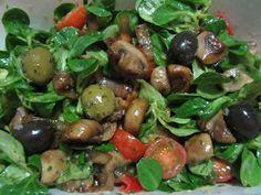 Nach all der Völlerei hatte Mary dann aber auch die Nase voll von Kalorienbomben und gönnte sich einen leckeren grünen Salat mit Gemüse