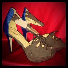 NWOT Modesta brown and royal blue size 7 NWOT NWOT blue and brown Modesta size 7 platform Modesta Shoes Heels