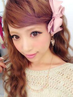 Adorable hair and makeup Gyaru Makeup, Hair Makeup, Gyaru Hair, Eye Makeup, Gyaru Fashion, Kawaii Fashion, Cute Asian Fashion, Japanese Makeup, Japanese Fashion