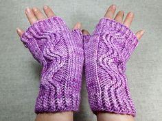 Fingerlose Handschuhe aus weicher Wolle, flieder, für Damen. Die Merinowolle ist wunderbar weich und dick, mit seidigem Glanz, etwas ganz