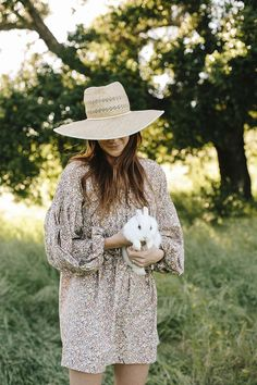 A flowy floral dress is perfect for a Spring picnic with Elizabeth Colling of Merci To Go.