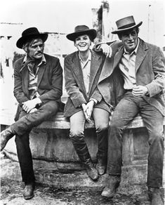Robert Redford, Katharine Ross and Paul Newman. On the set of Butch Cassidy and The Sundance Kid. Rare and beautiful celebrity photos. Katherine Ross, Sundance Kid, Vintage Hollywood, Classic Hollywood, Paul Newman Robert Redford, Yvonne Craig, Western Movies, Butches, Tomboy Fashion