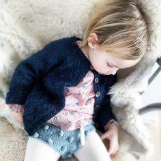 • E a s y L i k e S u n d a y M o r n i n g •  #sunday #søndag #takeitslow #relax #hjemmestrik #northernchild_knits #northernleaves #paelas #popcornshorts #liberty  #libertylove #poppyrose #strikkemamma #knitforkids #knittingforkids #knittedshorts #knittedcardigan #knitted_inspiration #knitsforkids #knit #strikktilbarn #knitwear #knitforbaby #knittingaddict #knitsandprints #suckerforsøndag #knittinginspiration #knitting_inspiration #pretend_it_ @poppyroseofficial #knittersoftheworld