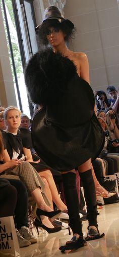 Notre superbe DuneModel Valérie pour Bowie Wong à la Fashion Week Haute Couture – Fall Winter 2016/17 #BowieWong #pfw #fw17 #parisfashionweek #hautecouture #couture #mode #style #paris #dunemodels http://instagram.com/dunemodels