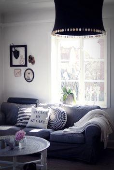 Living room: Mi casa es su casa. :)