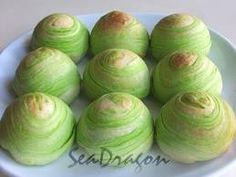 Teatime treats: Matcha Puffs 抹茶酥 Recipe.  Light and flaky pastry with a sweet green tea paste filling.