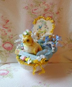 This is the cutest Easter deco I have seen in a long time...so imaginative.