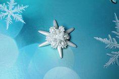 Beading tutorial counterpart Snowflake by PerlenHarmonyOase Beaded Starfish, Snow Fairy, Snow And Ice, Beaded Ornaments, Ice Queen, Bead Crochet, Bead Art, Iridescent, Snowflakes