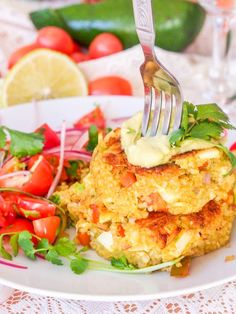 Vegan crab cakes that taste just like the real thing. Guess the secret ingredient that mimics that crab texture perfectly. Best Vegetarian Recipes, Delicious Vegan Recipes, Yummy Food, Vegan Crab, Clean Eating, Healthy Eating, Baked Pork Chops, Vegan Main Dishes, Vegan Appetizers