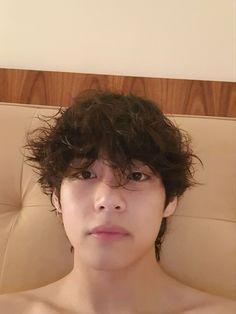 """I remembered that taehyung jungkook and namjoon all sleep shirtless and now I don't know what to do with myself"" Taehyung Selca, Jimin, Bts Selca, Kim Namjoon, Seokjin, Hoseok, Taehyung Smile, Foto Bts, Bts Photo"