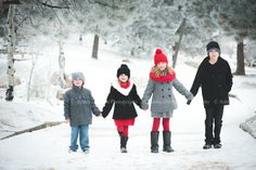 winter family photo outfit ideas for the kids :)