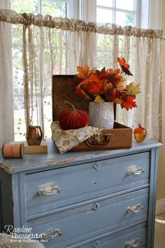 Random thoughts from an incoherent mind: Fall in the Dining and Sitting Room. I love this gals blog, she has the cutest home and decor ideas!
