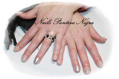Unhas em gel cor Nude com nail art feita á mão