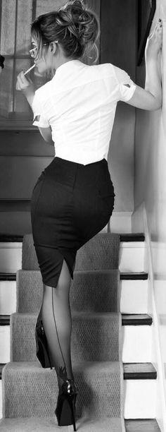 Beautiful Backseams! Sheer Black Backseam Pantyhose ONLY $5!!! http://www.hotlegsusa.com/P/58/LegAvenueSheerBackseamPantyhose Source: ancheseiltempopassa