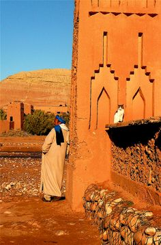 Berber with Cat   Aït Benhaddou, Souss-Massa-Draâ, Morocco