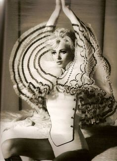 Kate Moss , looking like Miss Monroe! <3<3 Werk!