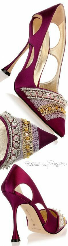 ♡ Manola Blahnik ~ Cranberry Suede Pumps w Cut-outs + Sequins 2015 Fancy Shoes, Pretty Shoes, Beautiful Shoes, Me Too Shoes, Manolo Blahnik Heels, Chic Chic, Louboutin, Kinds Of Shoes, Fashion Heels