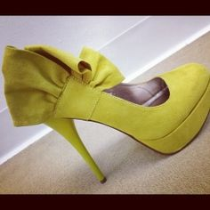 SIDE-BOW CHIC HEELS in DivaLicious Boutique